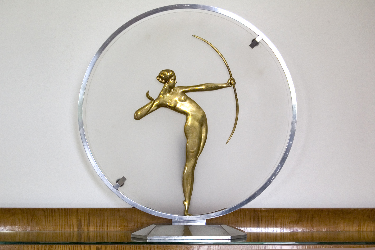 Art deco sculpture lamp